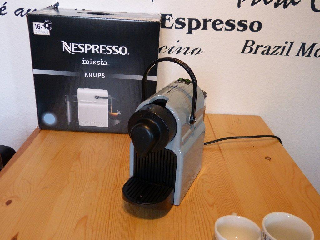 unboxing nespresso inissia kapsel. Black Bedroom Furniture Sets. Home Design Ideas