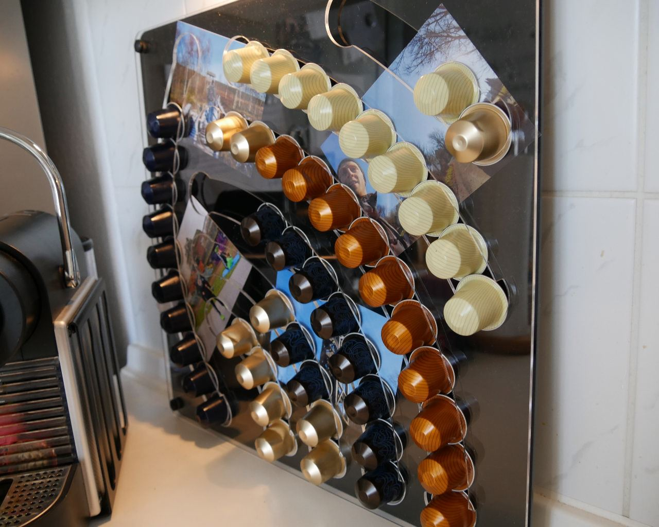 kapselhalter wasserfall f r nespresso kapseln im test kapsel. Black Bedroom Furniture Sets. Home Design Ideas