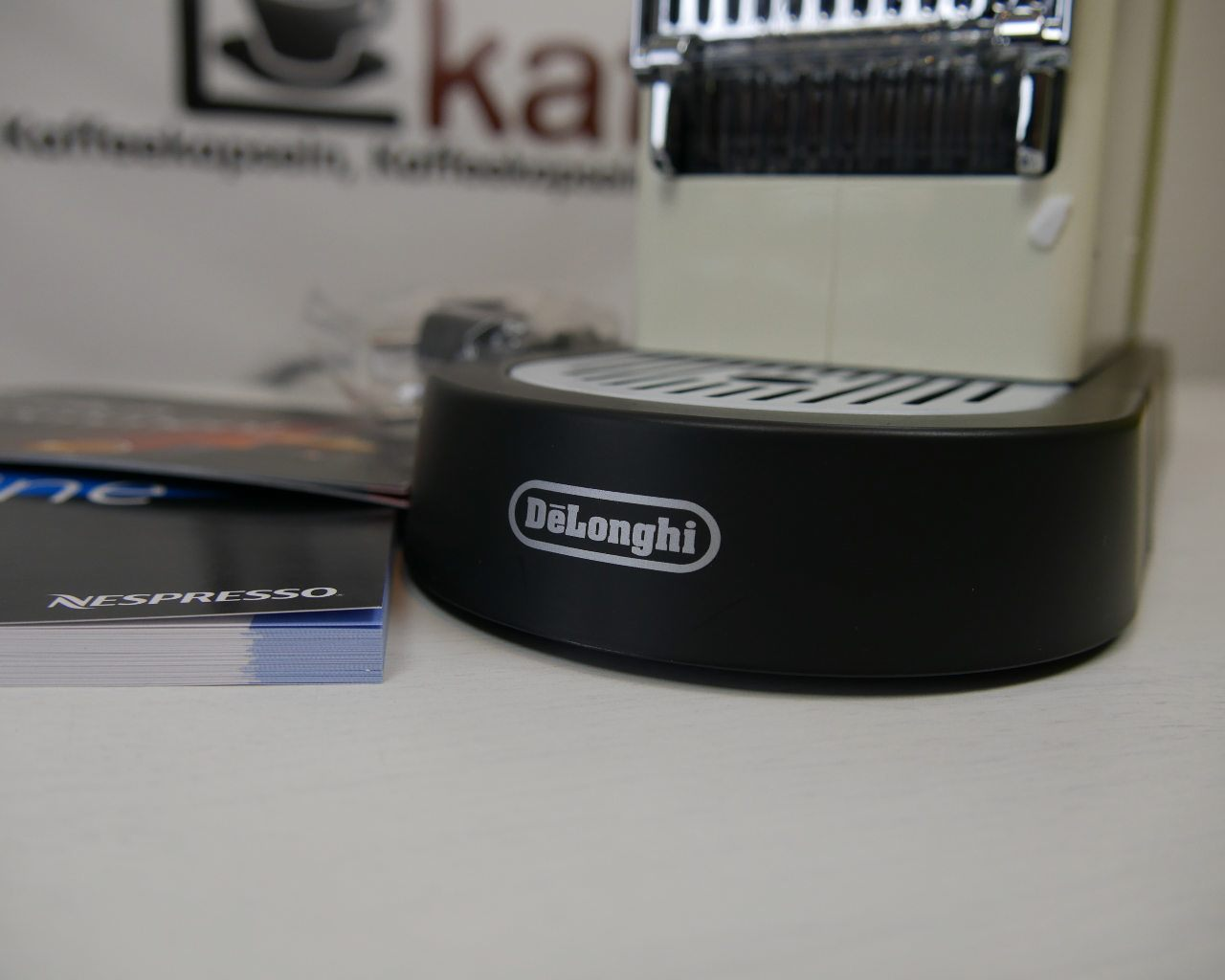 unboxing nespresso citiz delonghi en 166 cw kapsel. Black Bedroom Furniture Sets. Home Design Ideas