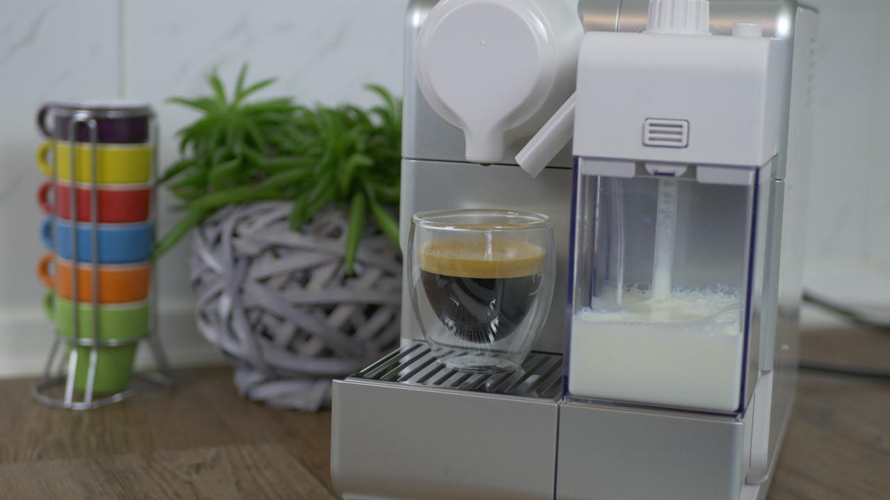 De\'Longhi Nespresso Lattissima Touch im Test: Milchkreationen auf ...